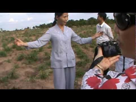 cô Vũ Thị Hòa tìm mộ liệt sĩ Hoàng Văn Thụ ở Lộc Ninh, Bình Phước   ep2