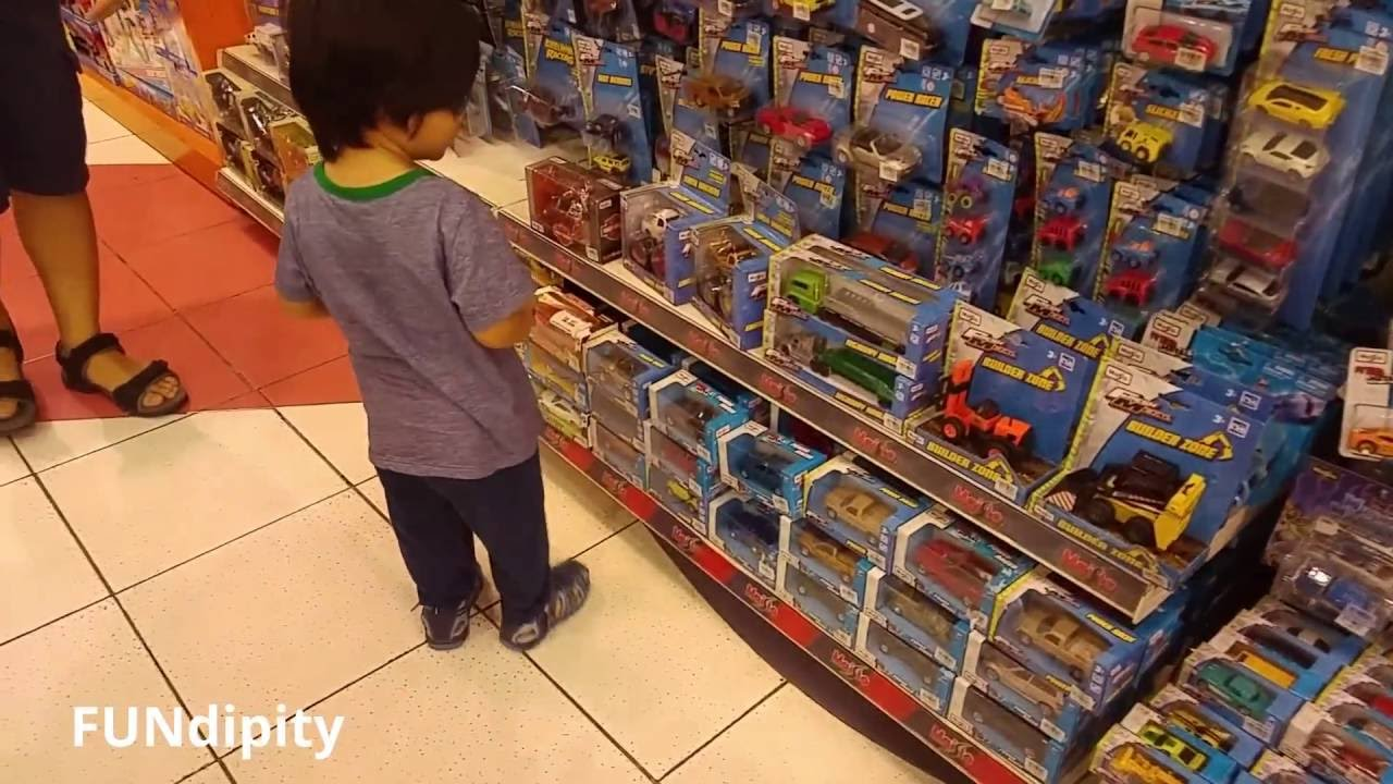 Toy Hunting at Toys 'R' Us with Hot Wheels, Maisto, Fast ...