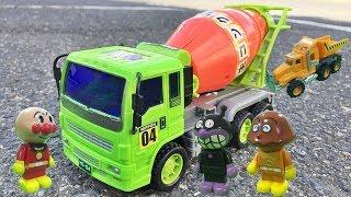 はたらくくるま コンクリートミキサー車を開けてみるヨ!がんばれ工事車両 働く車のおもちゃを開封、レビュー アンパンマンのおもちゃで遊ぶ子供向け動画 楽しいのりもの おもしろ乗り物が出る Gizmone