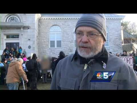 Hundreds of Middlebury students protest school speaker