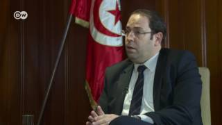 الشاهد يعد بفتح تحقيق حول حالات التعذيب في تونس