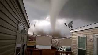 Repeat youtube video Video-tornado-touchdown-in-north-dakota-going-viral