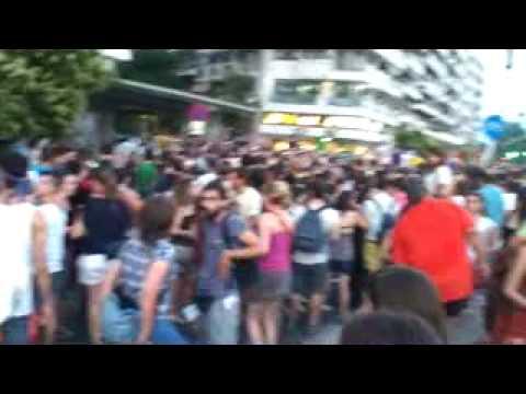 Άσχετο...Οι συμμετέχοντες του Σύριζα στο GayPride φώναζαν συνθήματα κατά της ΧΡΥΣΗΣ ΑΥΓΗΣ...