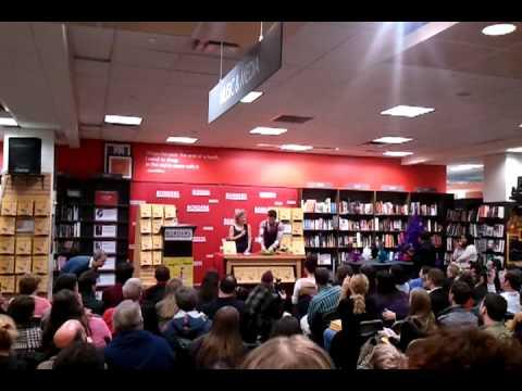 Amy Sedaris at the Borders, Time Warner Bldg, NYC, 12/2/10