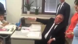 Izvestiya.az - Жириновский провел урок русской литературы в школе № 23 в Баку