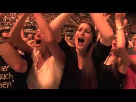 """Herbert Grönemeyer """"Dauernd Jetzt (Live)""""  / Neuer Konzertfilm von Herbert Grönemeyer auf DVD und Blu-ray am 30.10.2015 / Fortsetzung der Tour im Mai und Juni 2016"""