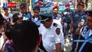 Ցուցարարներն առավոտից ոստիկանության հետ քննարկում են՝ ով է փակել Բաղրամյան պողոտան