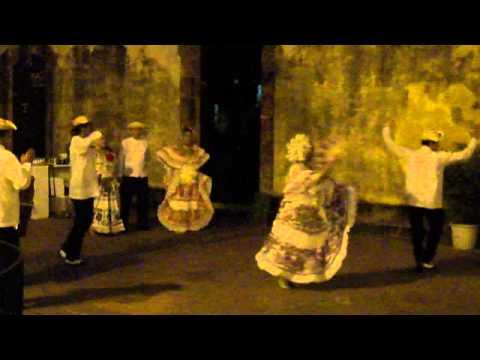 Panama dancing
