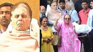94yrs Dilip Kumar Getting Discharged From Mumbai Hospital With Wife Saira Banu