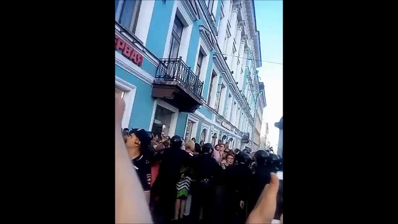 Позор властям! В Петербурге противники пенсионной реформы провели несанкционированное шествие