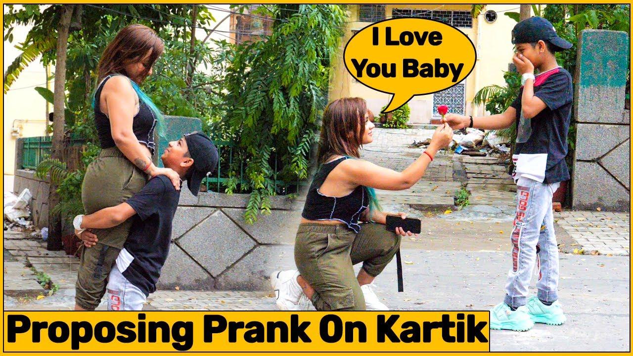Proposing Prank On Kartik (Joker Ayan) By Simran | Chik Chik Boom