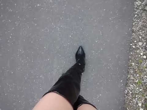 エナメルサイハイブーツ(黒)で早朝のお散歩2