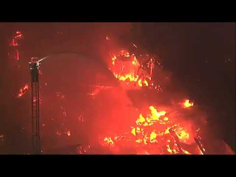 Raw: Fire at Construction Site in Oakland