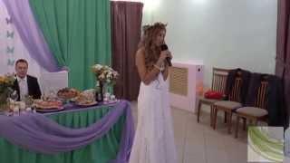 невеста читает стихи мамам