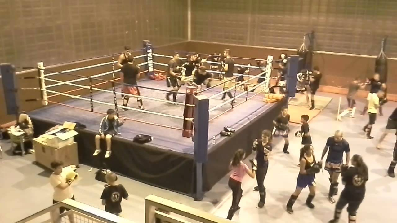 salle de boxe gymnase j anquetil givors fight club 69700 youtube. Black Bedroom Furniture Sets. Home Design Ideas