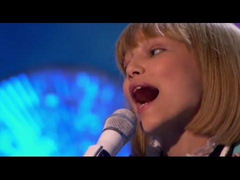 Grace VanderWaal IS BACK! 'Frosty The Snowman' | America's Got Talent Holiday Show