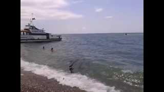 Абхазия   На море, водный мотоцикл, корабль(Абхазия На море, водный мотоцикл, корабль Видео по теме Абхазии:Абхазия,новый афон,абхазия 2015,отдых в абха..., 2015-07-21T06:43:18.000Z)