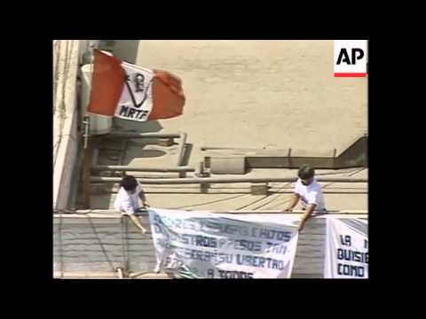 PERU: LIMA: 2 HOSTAGES CHANGE BANNERS ON BUILDING'S ROOF UPDATE