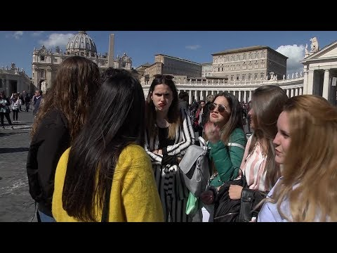 Spanish students meet Pope Francis on their graduation trip
