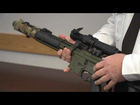 قائد شرطة أميركي مدافع عن حمل الأسلحة يتحدى سلطات ولاية فرجينيا…  - نشر قبل 25 دقيقة