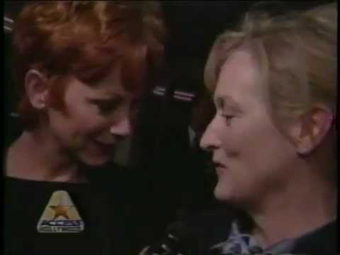 Meryl Streep thanks Reba McEntire for singing I'm Checkin Out
