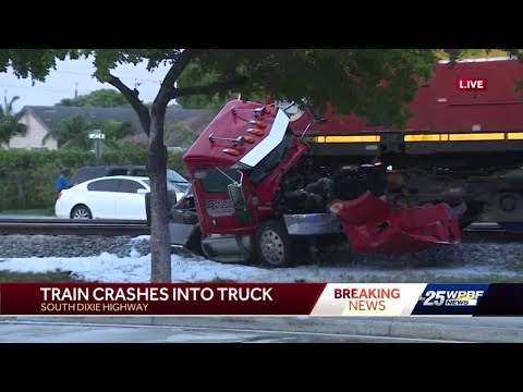 Lake-Worth-Beach-train-crash-closes-South-Dixie-Highway