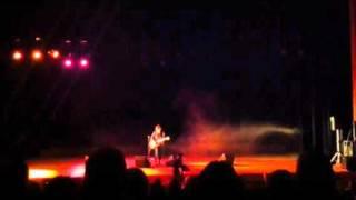 2010.12.19高槻現代劇場での弾き語りです。 http://zilconia.com/