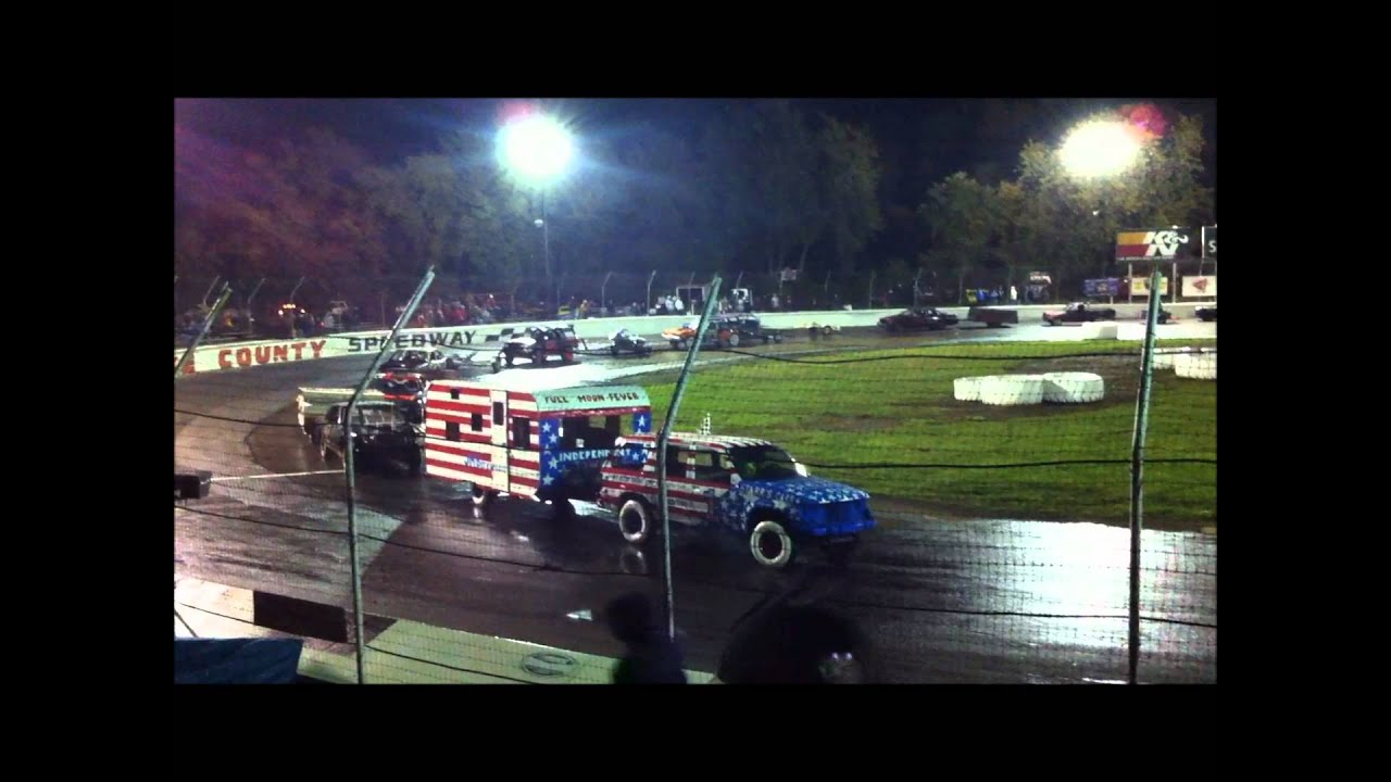Figure 8 Trailer Race Most Redneck Thing You Will Ever SEE!!! - YouTube