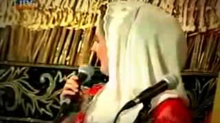 Download Video #1 MEGAN Sinden Amerika lucu di malang (SUMPAH) Lucu Banget MP3 3GP MP4