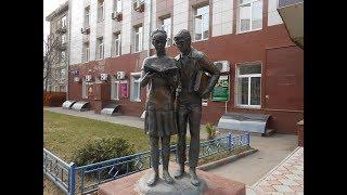 Памятник Шурику и Лидочке из К/Ф Операция Ы и другие приключения Шурика