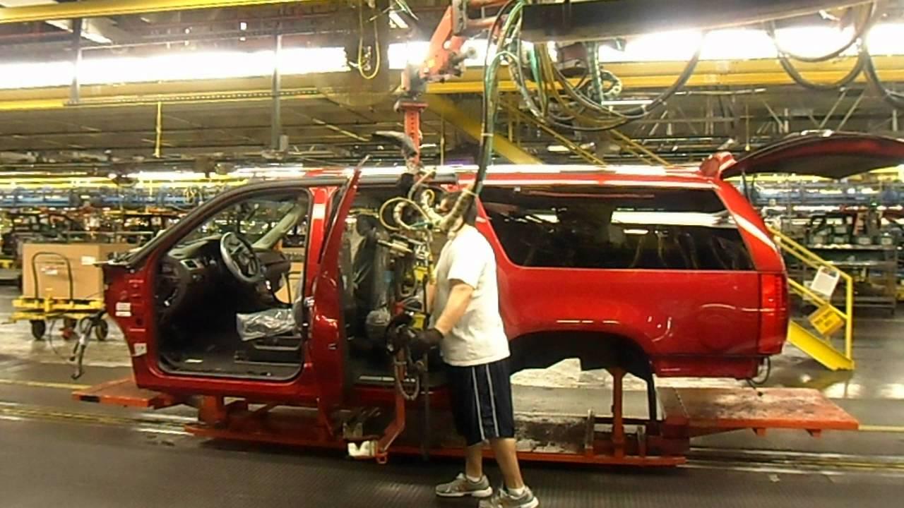 Cadillac Escalade being built at the Arlington GM embly plant ...