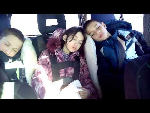 Детское кресло своими руками. Лайфхак для спального места на переднем сиденье авто.