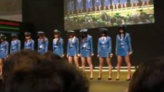 1月14日、東京オートサロン2012で行われた「復活!ミニスカポリス」のラ...