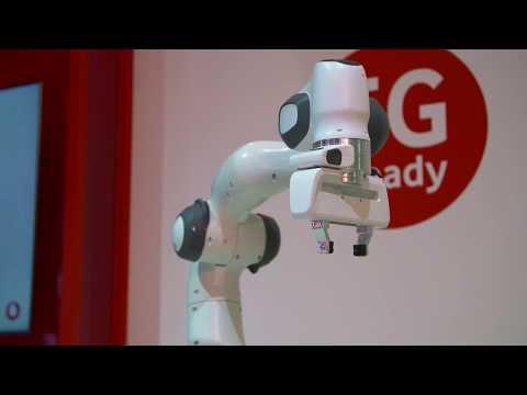 Premiere auf der CEBIT: Roboter lernen dank 5G in Echtzeit
