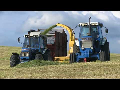 FORD 7710 AND NEW HOLLAND 525 CHOPPER