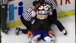 Eric Lindros vs Lyle Odelein