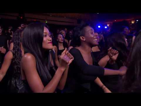 "TLC & Missy Elliott ""Sleigh Ride"" Live"