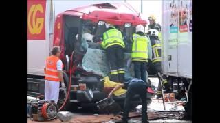 Brandweer Antwerpen - Zwaar ongeval met  vrachtwagens; 2 x beknelling op E17 Burcht - 19-8-2013