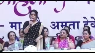 Mrs. Amruta Fadnavis motivating women during Womens' Day