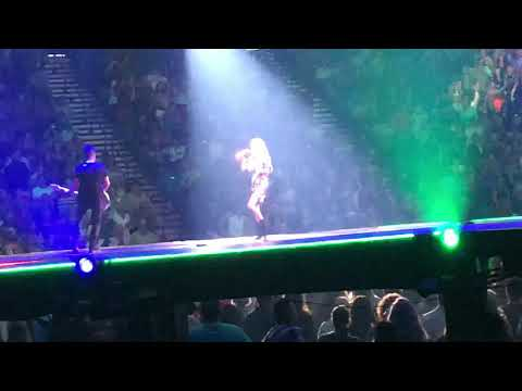 McKiddy - VIDEO: Carrie Underwood Performed With a Special Needs Fan