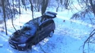 ШОК! Медведь в лесу угнал машину у мужиков!