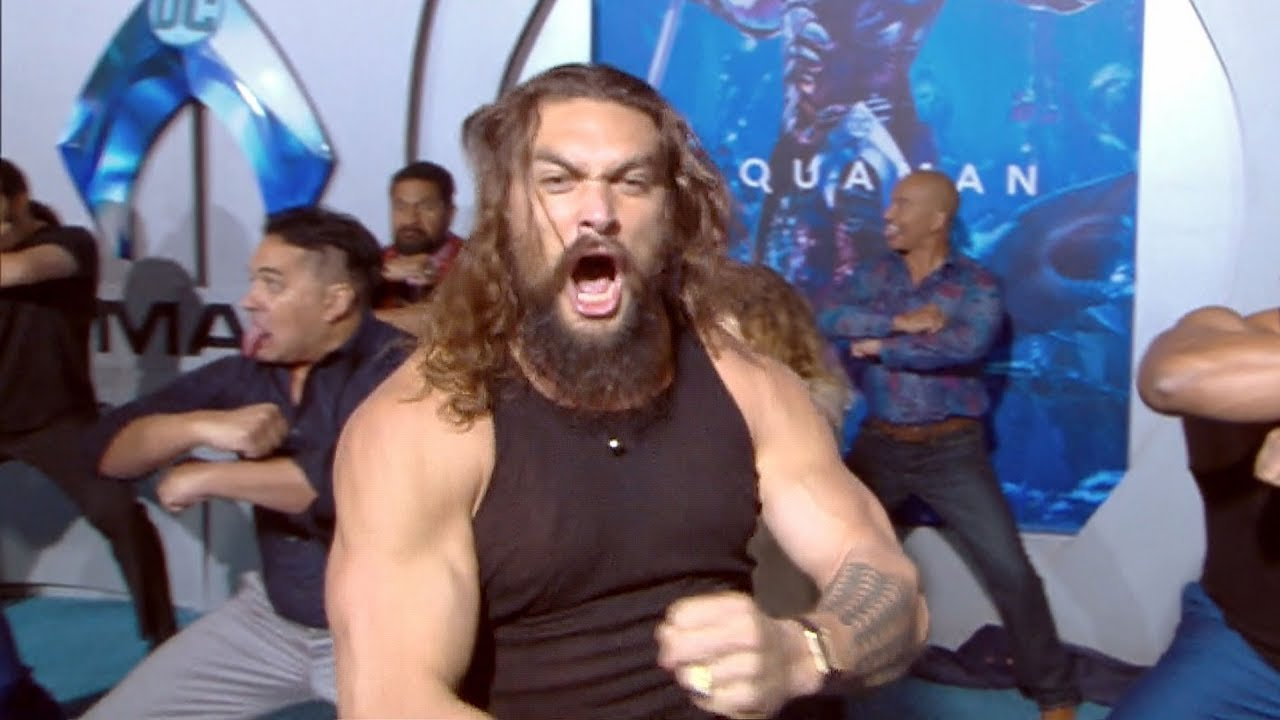 Aquaman Premiere Jason Momoa Performs Haka Youtube
