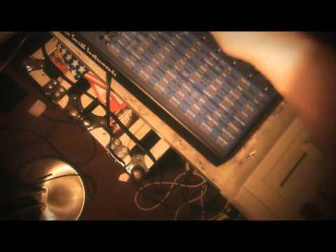 lemur live - Akai MPC2000XL, DSI Evolver, FreeBass 383, Korg Kaoss Pad2
