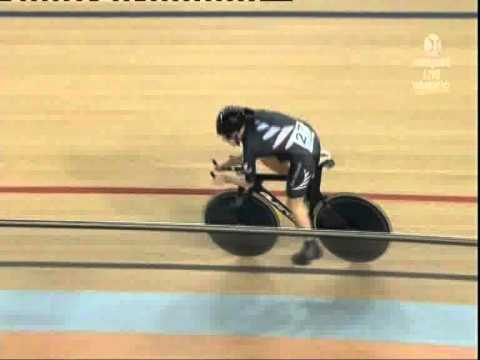 Alison Shanks - Delhi Commonwealth Games Track Cycling 3000m IP Final.wmv