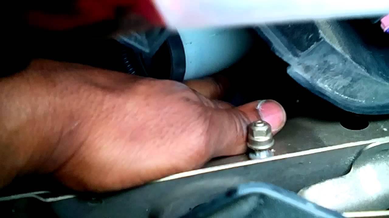 Malibu 2008 chevy malibu headlight bulb replacement : How to replace a 2008 Chevy Malibu headlight Bulb - YouTube