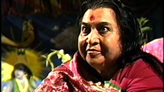 Shri Mataji Playing with Dandiya Sticks 1990 0819 Shri Krishna Puja, Ipswich, UK