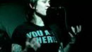28/36 Tegan and Sara Banter - Band Intro + Sara