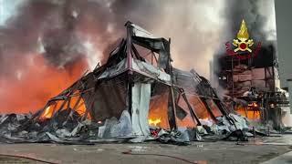 Incendio nella notte a San Bartolo a Cintoia