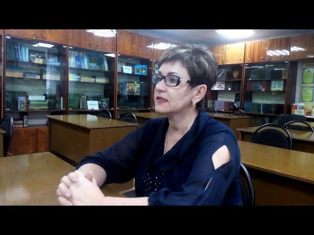 Изображение предпросмотра прочтения – ВалентинаВоскобойникова читает авторское произведение «Почему у месяца нет платья»