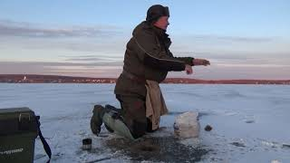 Зимняя рыбалка на Салтове. Плохой лед.  Густера клюет.
